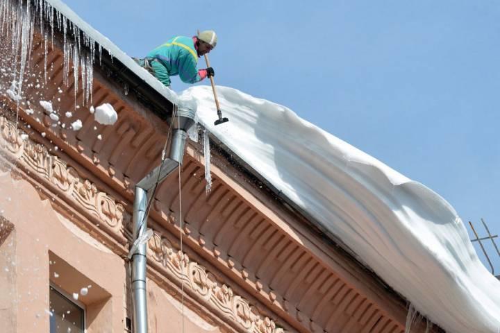 Заочисткой крыш отснега вцентральной части Москвы проследят при помощи видеокамер