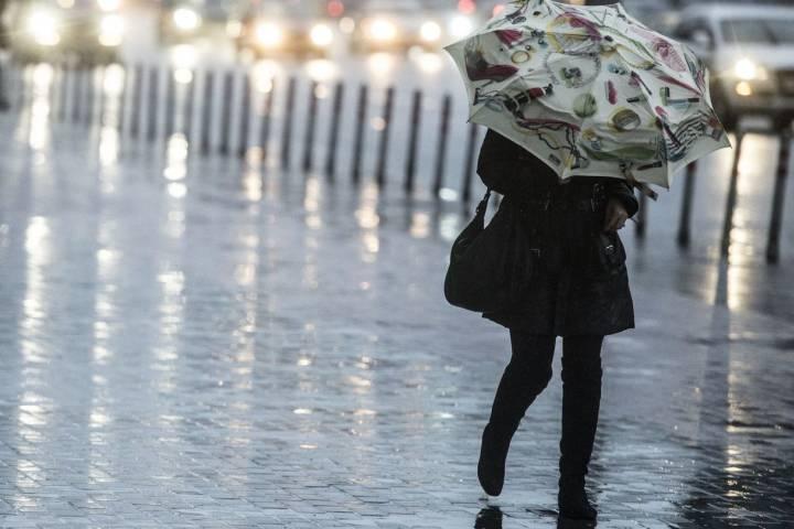 Курскую область вновь накроют проливные дожди и грозы